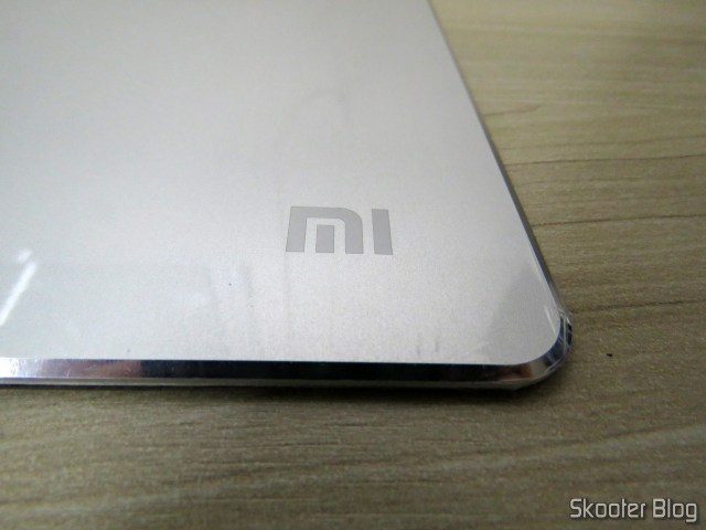 Mouse Pad Metálico de Liga de Alumínio Xiaomi 300x240x3mm, ainda com o plástico protetor.