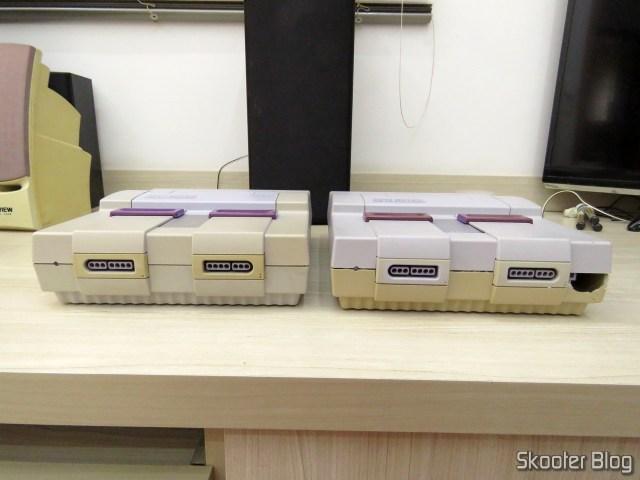 Os dois Super Nintendo, como retornaram: partes de cima trocadas.