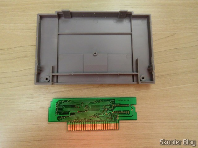 Cartucho do Super Street Fighter II: The New Challengers, antes da limpeza, e sua PCB.