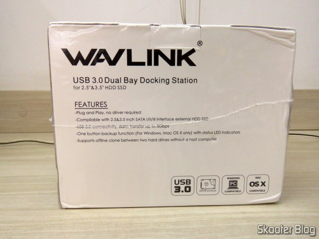 "Wavlink USB 3.0 Dual Bay Docking Station para HDDs e SSDs de 2.5"" e 3.5"", on its packaging."
