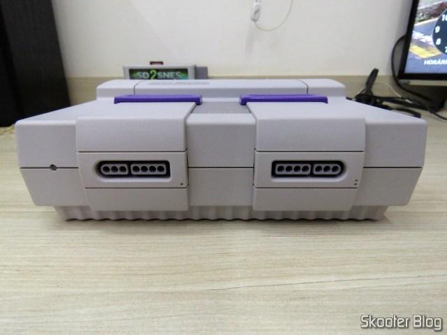 Frente do Super Nintendo, após a limpeza.