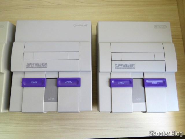 The Super Nintendo 1/1/1 que também adquiri anteriormente, e o novo Super Nintendo.