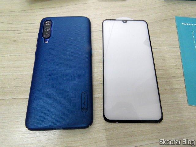 Capa para Xiaomi Mi 9 Nillkin Frosted Shield e Película de Vidro Temperado H+PRO CP XD.