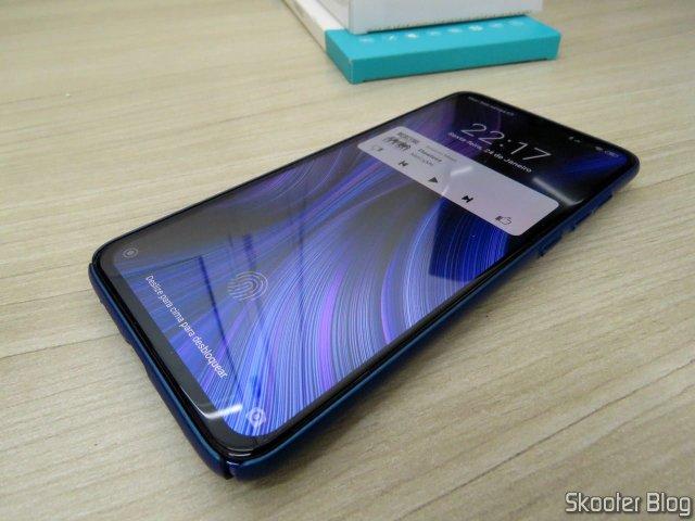 Layer Xiaomi Mi 9 Nillkin Frosted Shield and tempered glass film PRO H + CP XD, instaladas no meu Xiaomi Mi 9