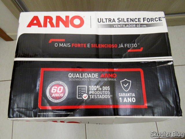 Ventilador Arno Ultra Silence Force 40cm, em sua embalagem.