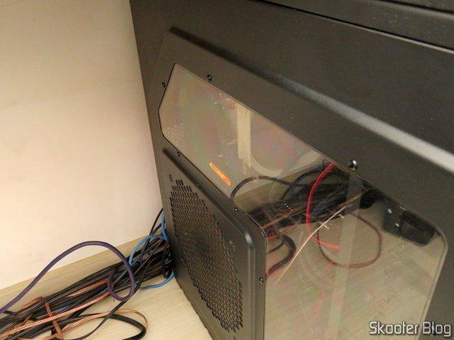 Placa de Vídeo MSI Gaming GeForce RTX 2060 Super 8GB, em funcionamento, com o gabinete fechado.