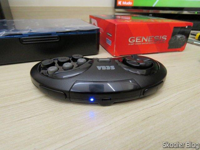 Controlador de Mega Drive Retro-Bit Sem Fio Arcade, em funcionamento.