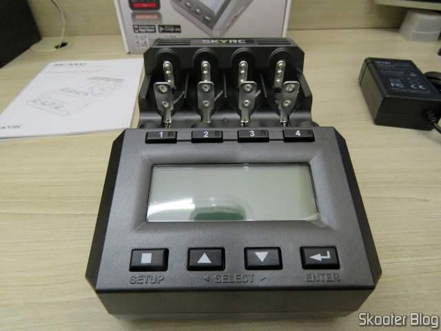 Carregador de Baterias Inteligente SKYRC MC3000.