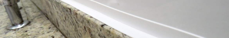 Fita Adesiva de PVC Branco instalada na pia.