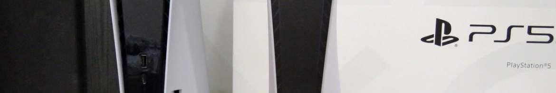 PlayStation 5 e o DualSense, juntos à caixa.