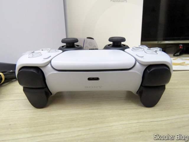 DualSense, o controlador do PlayStation 5 (PS5).