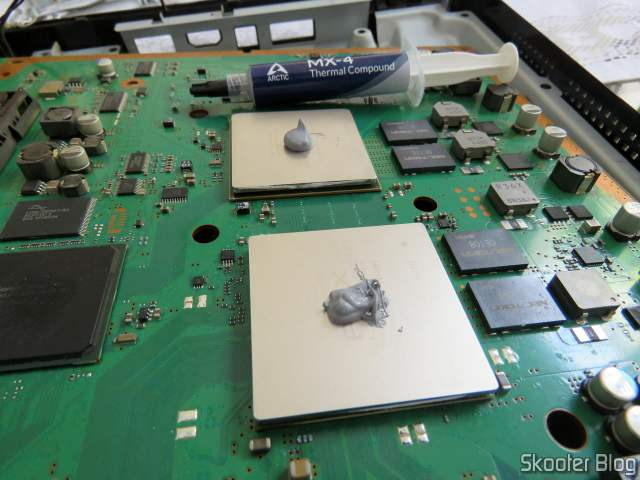 CPU e GPU do PlayStation 3 as the new Arctic MX-4 thermal paste.