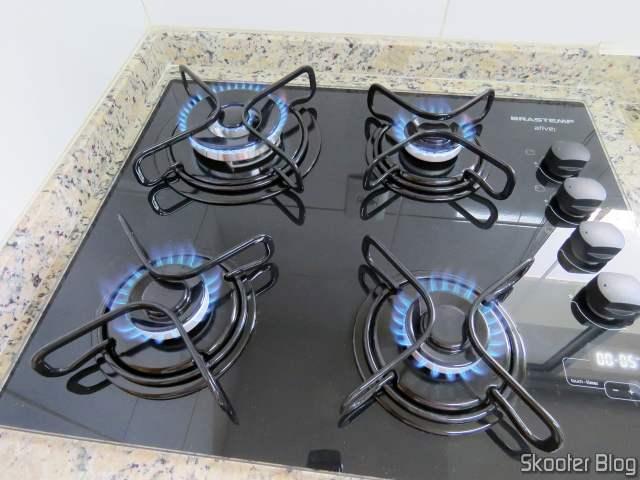 Cooktop 4 bocas Brastemp com duplachama e timer touch - BDT62AE - BIVOLT, já instalado e funcionando.