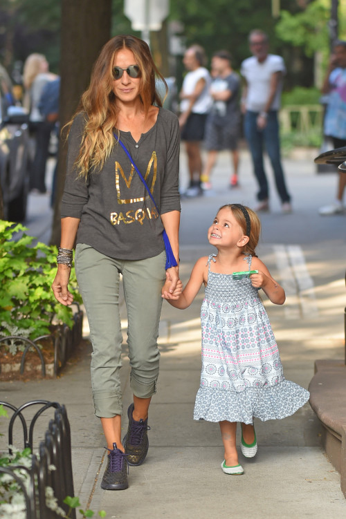 125574, Sarah Jessica Parker seen with her daughters Tabitha and Marion in New York City. New York, New York - Friday September 5, 2014. Photograph: © RGK, PacificCoastNews. Los Angeles Office: +1 310.822.0419 London Office: +44 208.090.4079 sales@pacificcoastnews.com FEE MUST BE AGREED PRIOR TO USAGE
