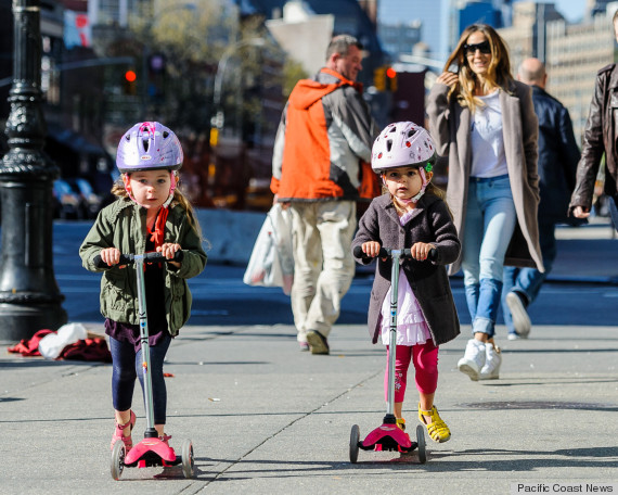 95214, NEW YORK, NEW YORK - Tuesday April 25, 2013. Sarah Jessica Parker takes her twin daughters, Tabitha Hodge Broderick and Marion Loretta Elwell to school in New York City. Photograph: © PacificCoastNews.com **FEE MUST BE AGREED PRIOR TO USAGE** **E-TABLET/IPAD & MOBILE PHONE APP PUBLISHING REQUIRES ADDITIONAL FEES** LOS ANGELES OFFICE: +1 310 822 0419 LONDON OFFICE: +44 20 8090 4079