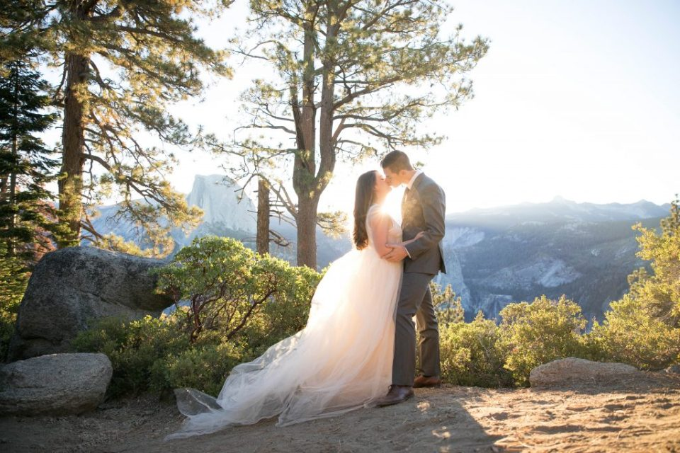 kiss at sunrise in Yosemite with sunshine