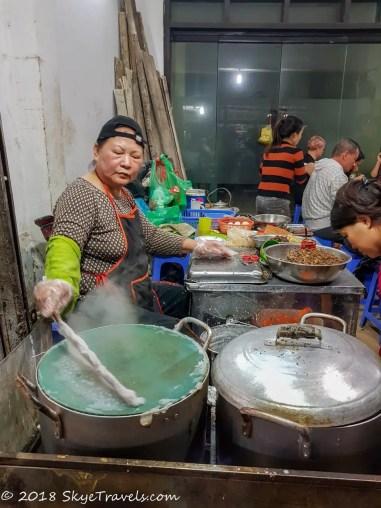 Lady Making Bánh Cuốn