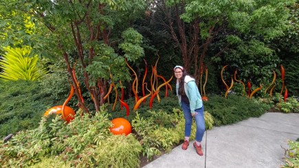 Vanesa in Chihuly Gardens