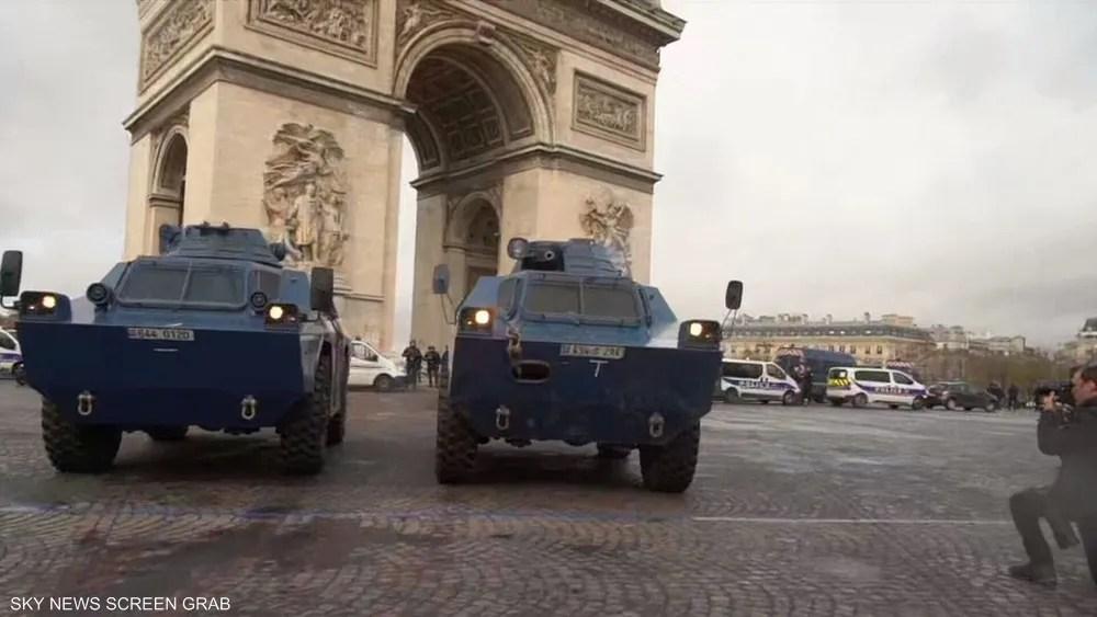 مدرعات في وسط باريس