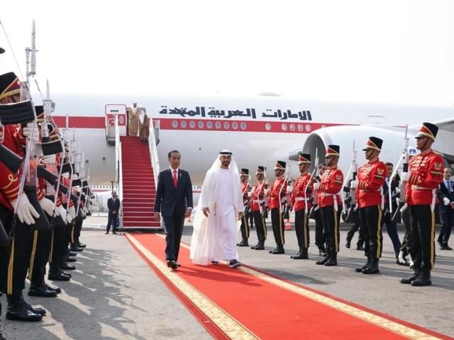 محمد بن زايد يبدأ زيارة دولة إلى إندونيسيا