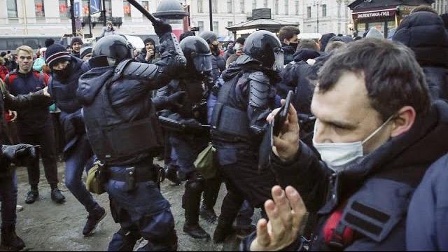 Εκατοντάδες προσαγωγές υποστηρικτών του Αλεξέι Ναβάλνι