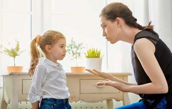 Πώς να θέσουν οι γονείς ασφαλή και υγιή όρια στα παιδιά