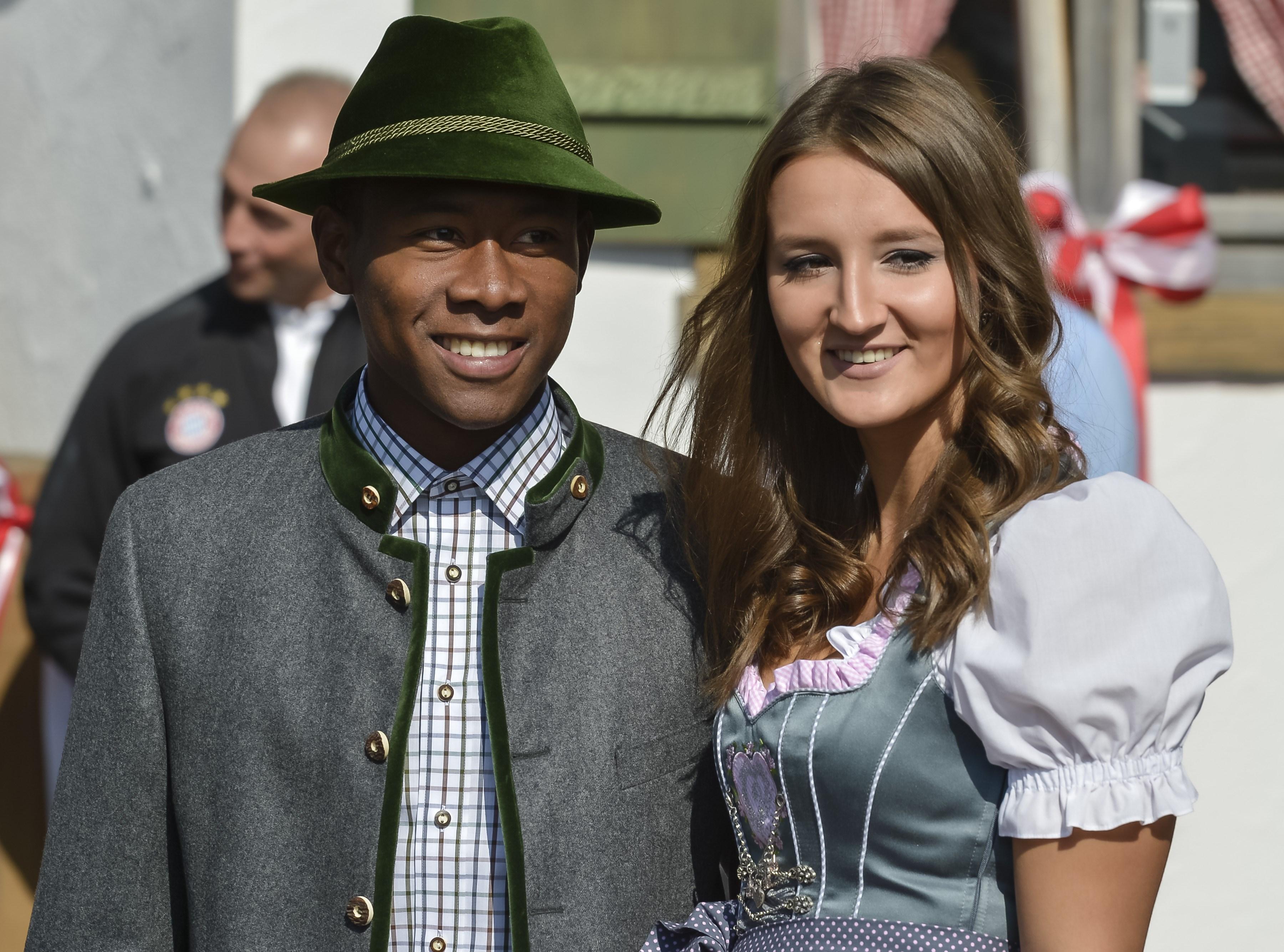 David Alaba feiert mit Freundin auf dem Oktoberfest  Sky
