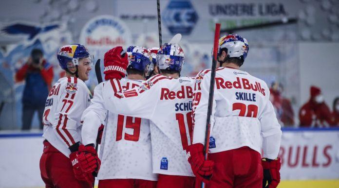 SALZBURG,AUSTRIA,29.NOV.20 - ICE HOCKEY - ICE Hockey League, EC Red Bull Salzburg vs Graz 99ers. Image shows the rejoicing of EC RBS. Photo: GEPA pictures/ Jasmin Walter