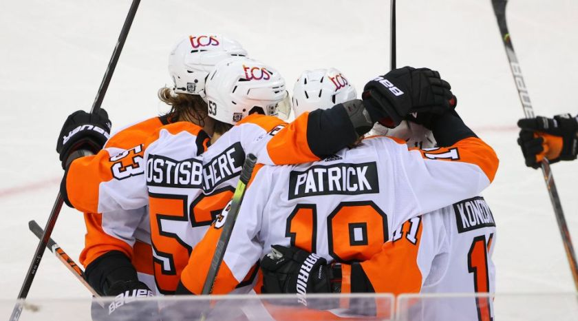 NEWARK, NJ - JANUARY 26: Philadelphia Flyers center Nolan Patrick 19 celebrates with teammates after scoring during the third period of the National Hockey League game between the New Jersey Devils and the Philadelphia Flyerson January 26, 2021 at the Prudential Center in Newark, NJ. Photo by Rich Graessle/Icon Sportswire NHL, Eishockey Herren, USA JAN 26 Flyers at Devils Icon210126801
