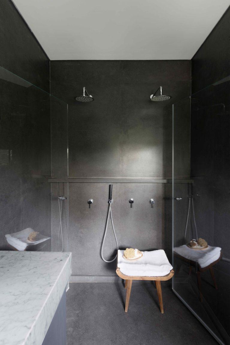 Chique slaapkamer met grote inbouwkasten  Slaapkamer ideen