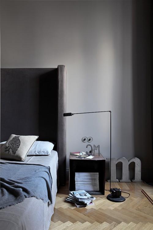 Grijze slaapkamer met visgraat vloer  Slaapkamer ideen