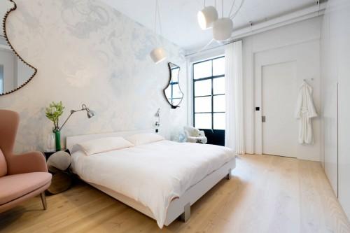 Industrile slaapkamer met romantisch behang  Slaapkamer