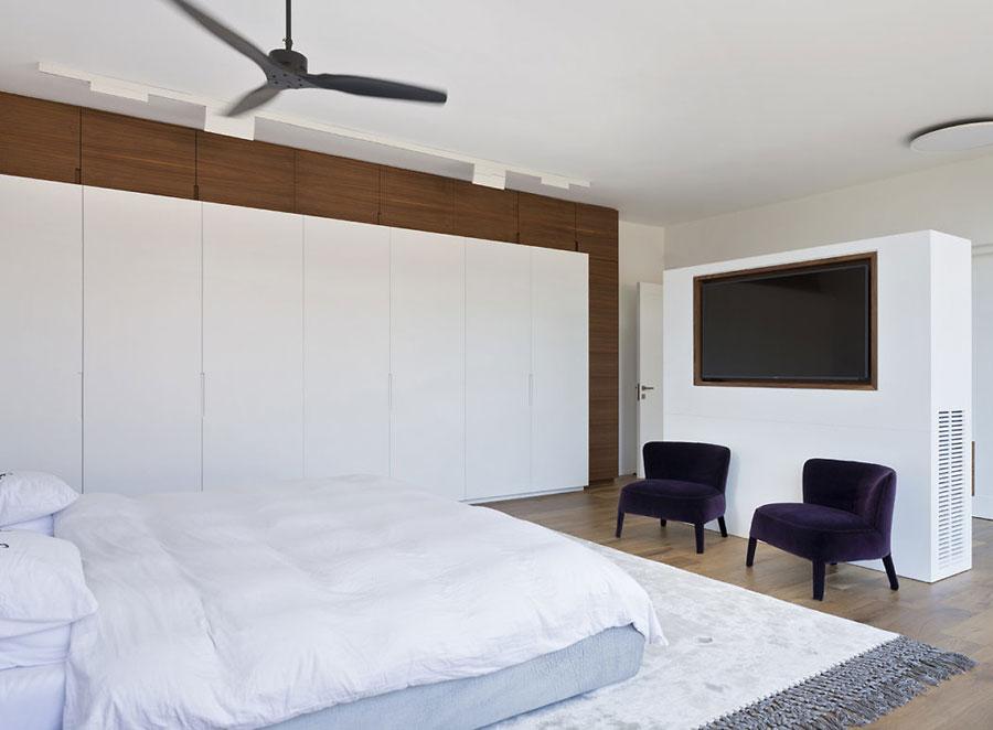 Luxe moderne slaapkamer met makeup tafel  Slaapkamer ideen