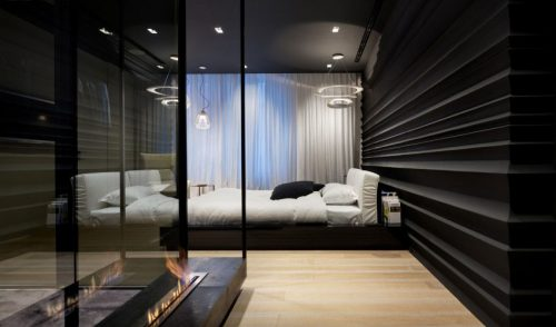 Moderne zwart wit slaapkamer met inloopkast  Slaapkamer