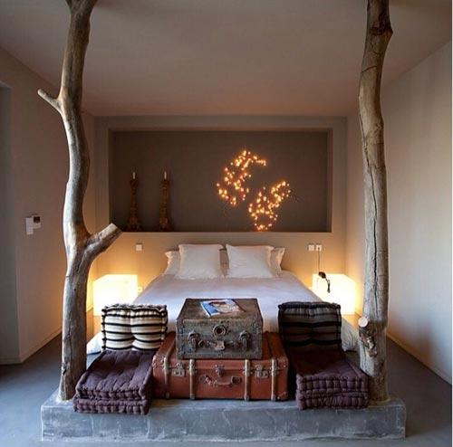 Rustieke slaapkamer met boomstammen  Slaapkamer ideen