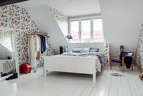 Scandinavische slaapkamer met dakkapel  Slaapkamer ideen