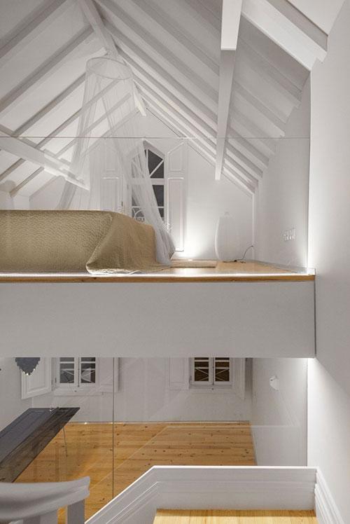 Zolder slaapkamer in Portugees chalet  Slaapkamer ideen