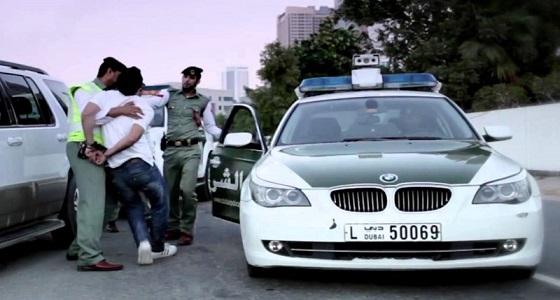 شرطة دبي تلقي القبض على شاب سعودي أهدى فناناً لبنانياً حشيش أعجاباً به