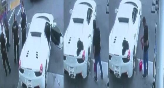 بالفيديو .. لحظة القبض على لص سيارات بأمريكا