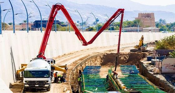 بالصور.. استكمال مشروع درء أخطاء السيول بطريق الأمير نايف