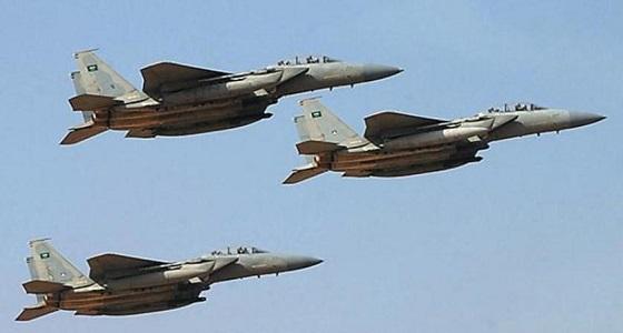 غارات ليلية تدمر تعزيزات لميليشيات الحوثي شرق الخوخة باليمن