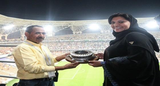 تكريم الأميرة ريما بنت بندر بعد لقاء الأهلي والباطن