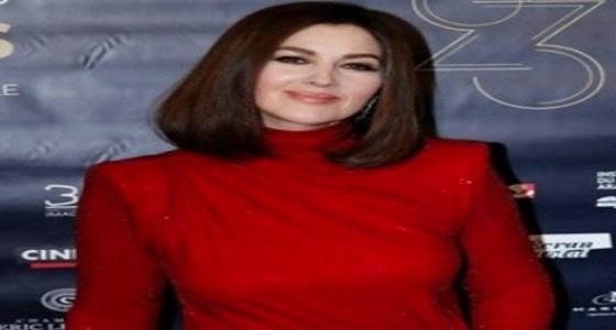 بالصور.. مونيكا بيلوتشى تطل بفستان أحمر مثير