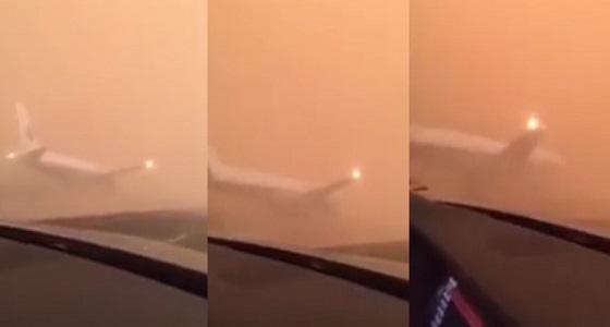 """"""" الطيران المدني """" توضح حقيقة فيديو هبوط طائرة على طريق جدة السريع"""