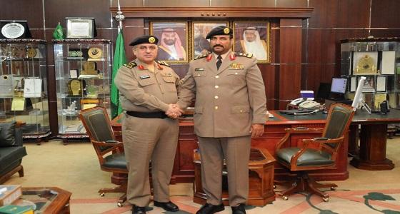 مدير شرطة الجوف يقلد نائبه رتبته الجديدة