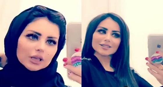 بالفيديو.. حليمة بولند تتعلم لف الحجاب على العباية