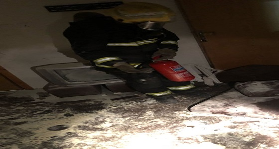 مدني خميس مشيط يخمد حريقًا اندلع في غرفة سكنية