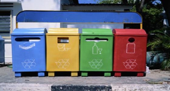 """بالفيديو.. تجميل """" صناديق القمامة """" بواسطة فتاتين"""