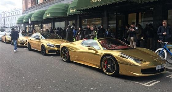 بالصور.. سيارات ذهبية تثير ذهول المواطنين في بريطانيا