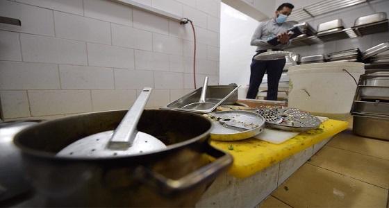 بالصور.. ضبط 2282 كيلوجرام أغذية مجهولة المصدر في مكة